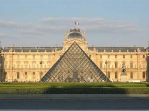 1. Museo del Louvre, París