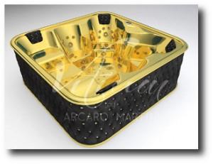 1. Jacuzzi de oro y cristal de Arcaro Martini