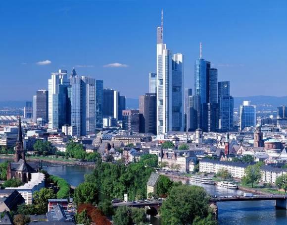 Skyline mit Main, Frankfurt am Main, Hessen, Deutschland