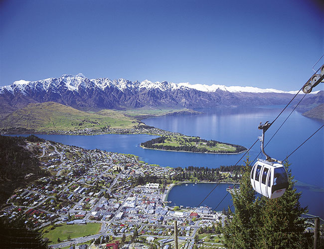 The Remarkables, Lake Wakatipu and Queenstown from the the Skyli