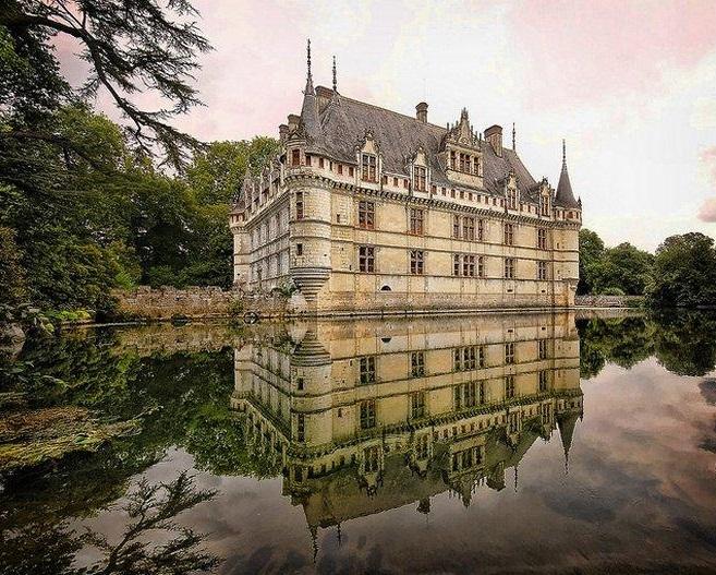 Los 10 castillos y fortalezas de agua más impresionantes del mundo
