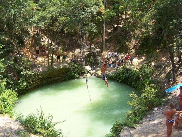 Sinkhole Bimmah