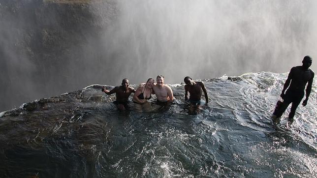 Los 10 precipicios m s temibles del mundo for Donde queda la piscina del diablo